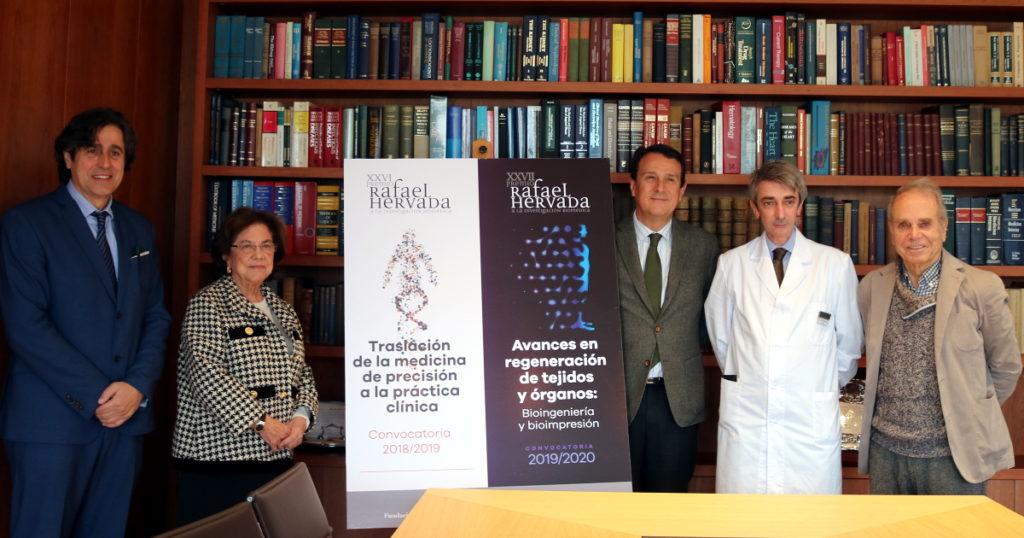 Foto de familia tras la presentación del ganador de los XXVI Premios Rafael Hervada