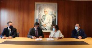 Firma del convenio para la Cátedra Fundación San Rafael-UDC