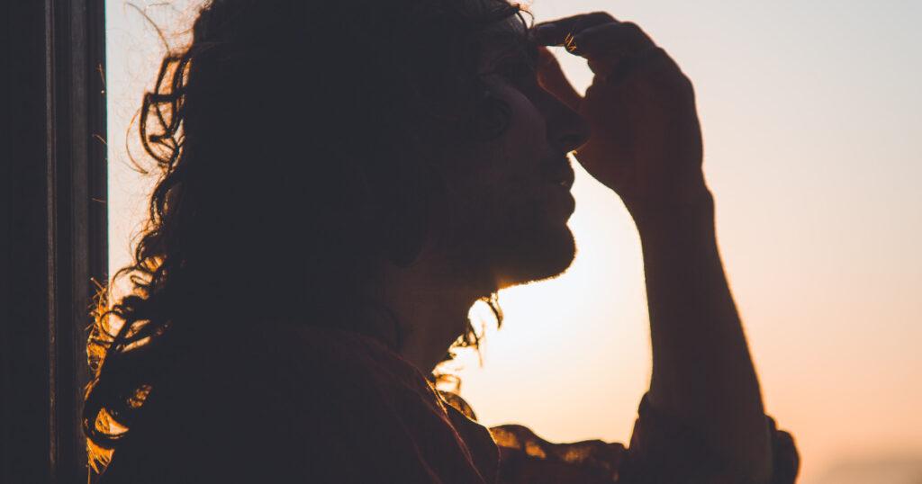 Descubre los tipos y causas de la cefalea